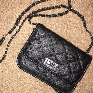 Shoulder bag with chain details